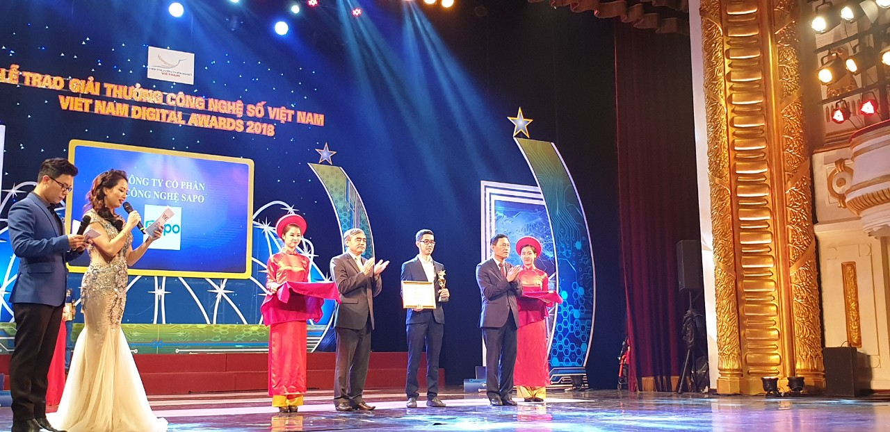 Sapo's Representative, Mr. Nguyen Minh Quy - Sapo's Head of Product received the award